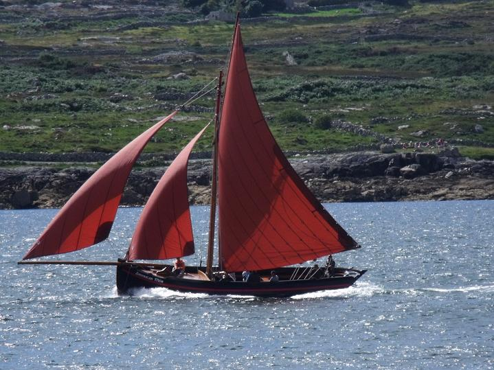 Galway Hooker under full sail.